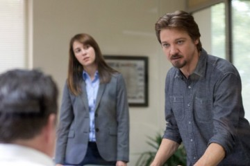 kill-the-messenger-image-jeremy-renner-mary-elizabeth-winstead-750x400